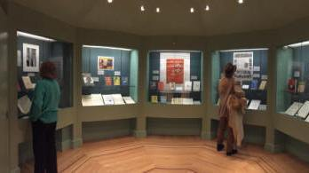 Janet Hutchings and Laurie Harden visiting the Exhibition (Picture from EQMM blog)