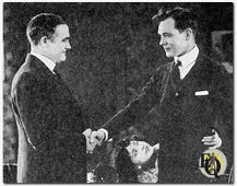Charles Ray (rechts) in 'An Old Fashioned Boy' (1920) tegenover Wade Boteler (links).