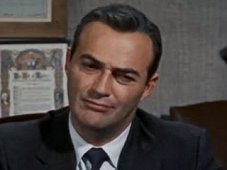 "Als US Intelligence Agency Official (niet gecrediteerd in rolverdeling) in Hitchcock's ""North by Northwest"" (1957), Dobkin bepraat het lot van de held, die verkeerdelijk voor een agent werd gehouden en nu de hoofdverdachte in een moordzaak werd. ""It's so horribly sad,"" zegt hij droogjes, ""why is it I feel like laughing?"""