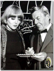 Carolyn Jones (Rita Radcliffe) with David Wayne(Inspector Queen) in The Adventure of The Hard-Hearted Huckster